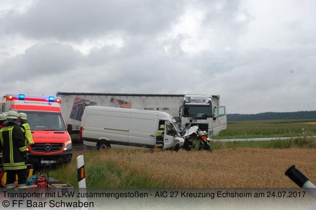 Transporter+mit+LKW+zusammengesto%C3%9Fen